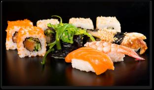 суши на чёрном фоне