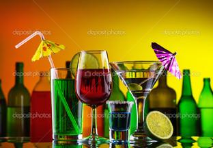 алкоголь коктейль с соломкой