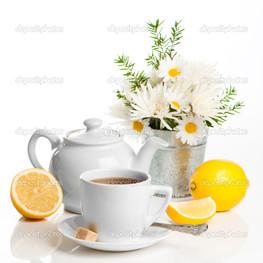 чай с лимоном и ромашкой
