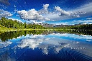 красивое отражение облака панорама