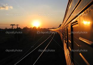 поезд на закате