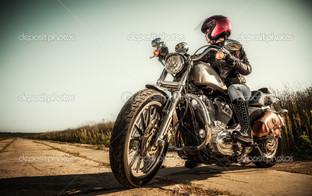 девушка байкер шлем