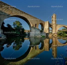 Бесалу мост Испания