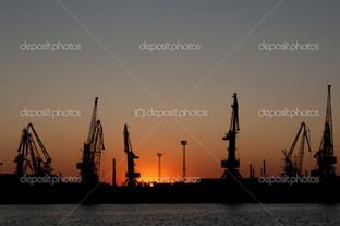 порт краны на закате