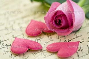 розовые сердца и роза