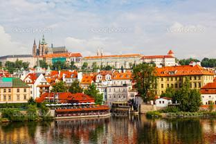 вид с реки на Прагу
