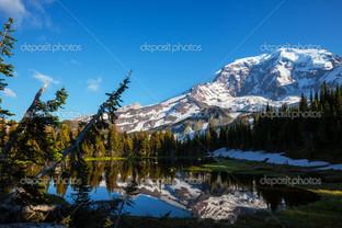 отражение в озере белые вершины