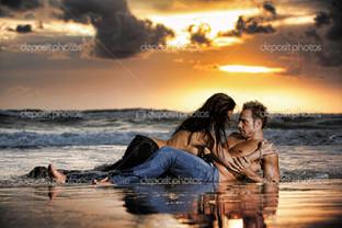 двое на берегу