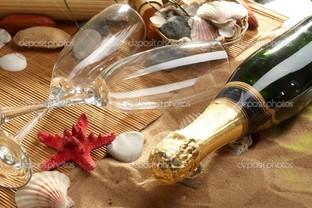 бокалы и шампанское