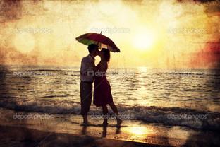 пара поцелуи под зонтиком