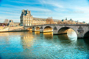 Лувр музей и мост