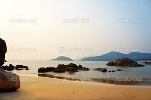 пустой пляж закат на Гоа в Индии