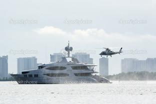 вертолет и яхту