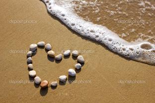 сердце на пляже