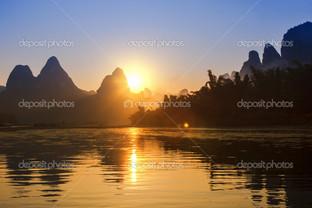 жёлтый закат отражение