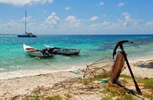 две лодки и старый якорь