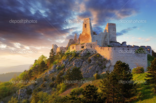 крепость развалины