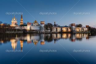 потрясающий вид Новодевичий монастырь
