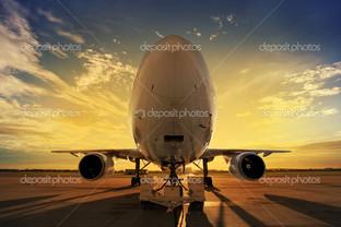 самолет на закат с подсветкой