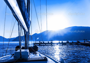 парус лодка на воде