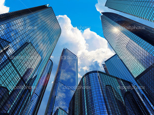 вид современном бизнес зданий