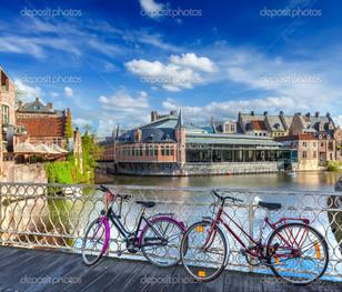 мост велосипеды и канал Гент