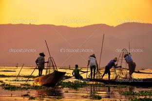 озера Мьянма рыбаки