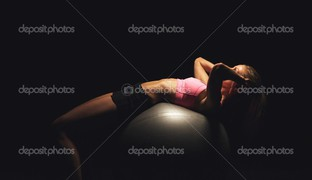 девушка йога мяч