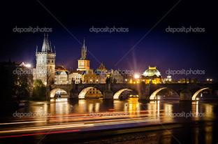 ночью вид на Карлов мост