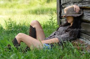 красивая девушка на природе