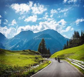 мотоциклисты на трассе
