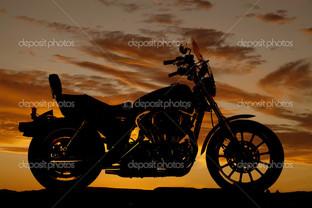 силуэт мотоцикла на закате