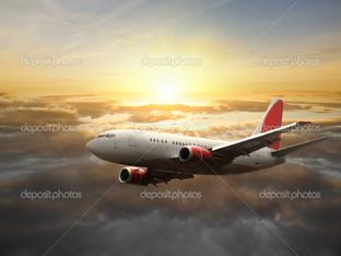 самолет в небе закат