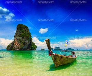 длинный хвост Лодка на пляже