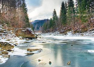 пейзаж с голубой водой