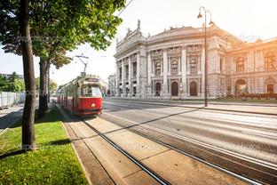 Винер Рингштрассе в Бургтеатр и трамвай