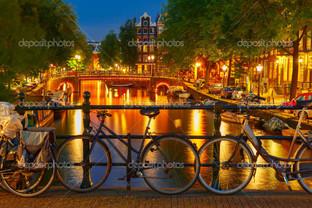 Ночьное освещение канал и мост