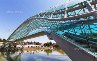 вблизи мост Тбилиси