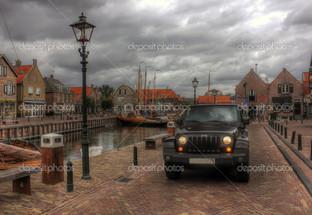джип на улицах Нидерланд