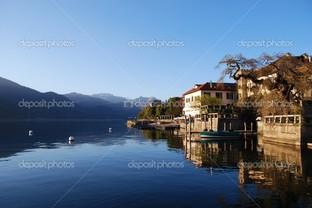 дома на озере