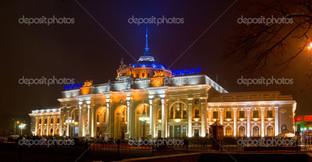 Железнодорожный вокзал панорама в ночи