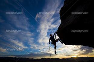 скалолаз спуск по веревке