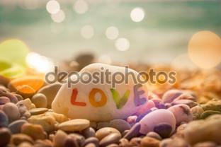 камень с любовью на море