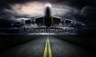 самолет на взлетно посадочной полосе