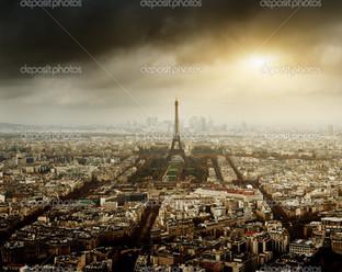 Париж грозовое небо
