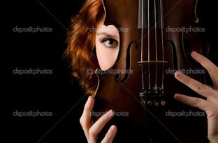 лицо девушки и скрипка