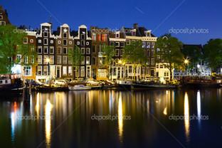 вечер в городе лодки