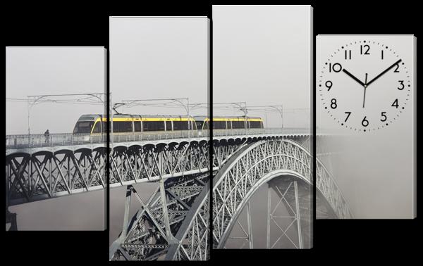 Арочный мост с часами