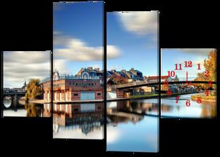 Отражение города в реке