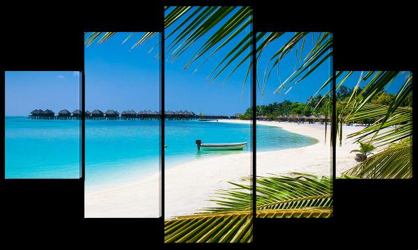 Красивый пляж с белым песком